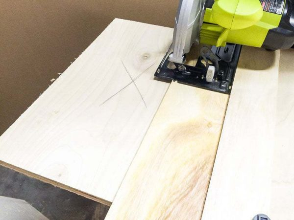 The circular saw jig allows you to cut a straight line exactly where you want it.