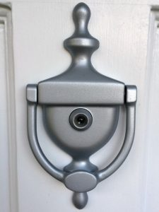 It's amazing what a little spray paint can do! Door knocker after - The Handyman's Daughter