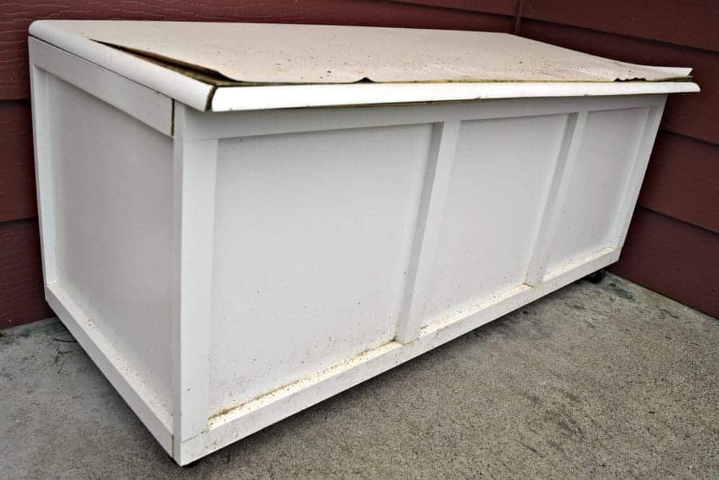 Our storage bench wasn't looking so good after a very rainy winter - www.thehandymansdaughter.com