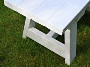 This DIY farmhouse bench is easy to make and only costs about $15! It would be great for a farmhouse table, entryway or outdoor seating. - www.thehandymansdaughter.com