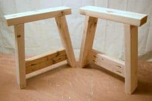 The sturdy legs of this farmhouse bench are easy to make! - www.thehandymansdaughter.com