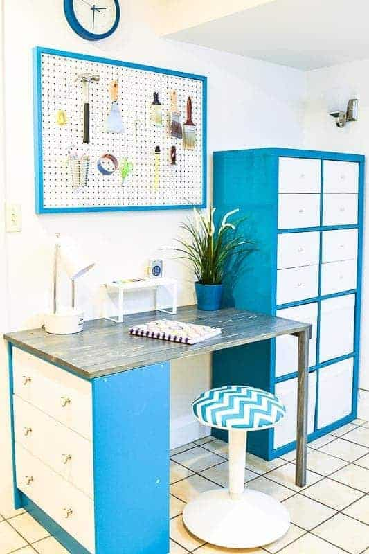 This office makeover totally transformed the space! Love how the turquoise and white brighten up the entire room.