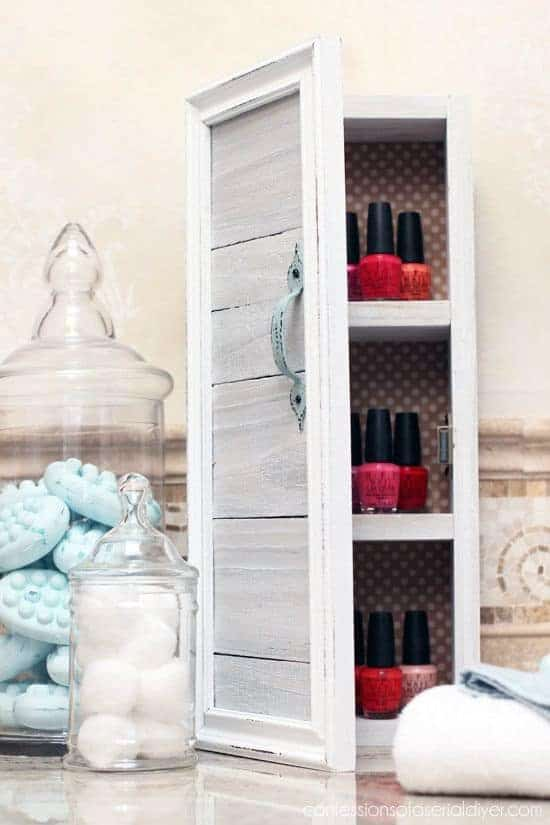 This mini storage cabinet is a cute and easy reclaimed wood project!
