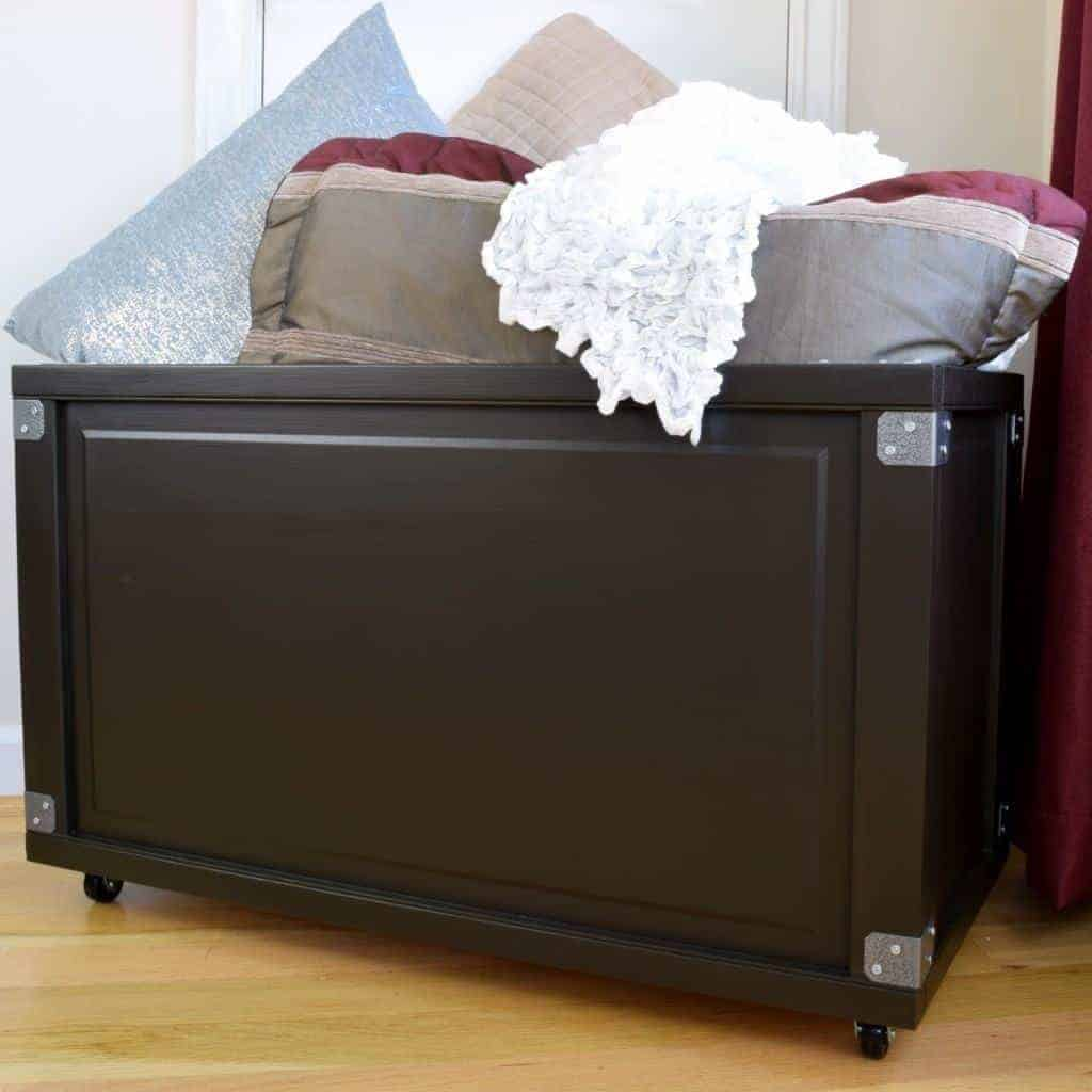 Upgrading those bi-fold closet doors? Turn them into a blanket box or toy box instead of tossing them! Full tutorial at The Handyman's Daughter!