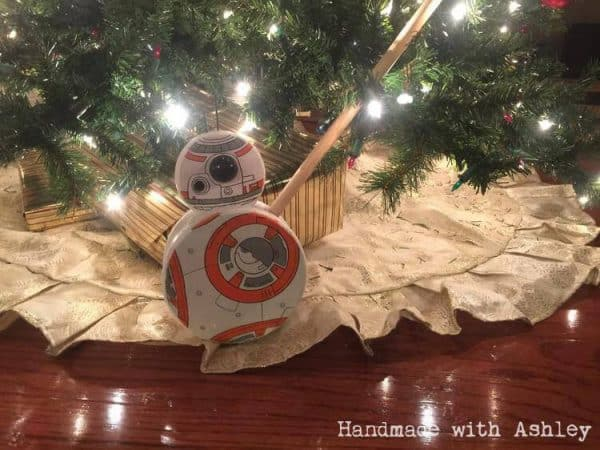 How adorable is this BB8 push toy under the Christmas tree!