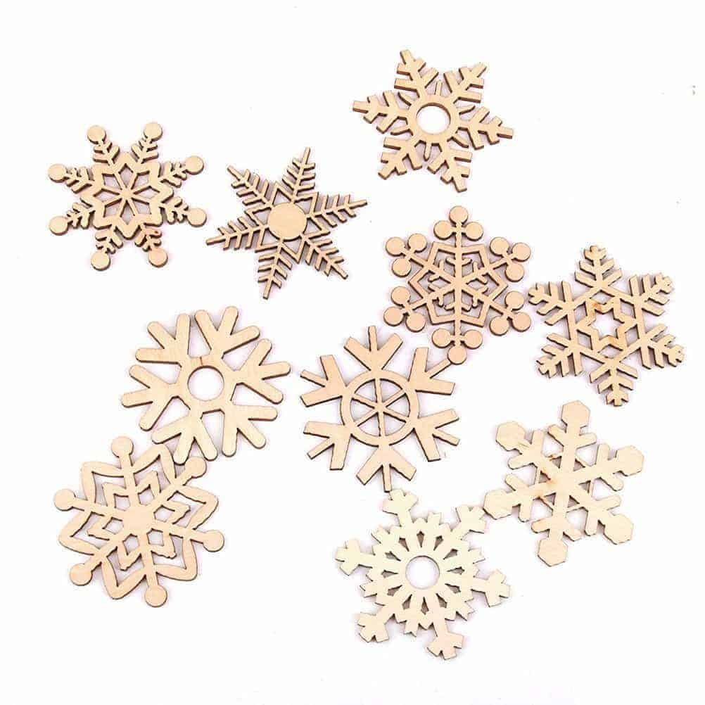 These small wooden snowflakes are perfect for this Let it Snow sign!