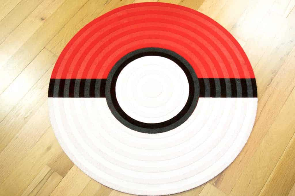Make this pokeball rug for your little Pokemon trainer! This easy tutorial will show you how to create the perfect addition to a Pokemon themed bedroom.