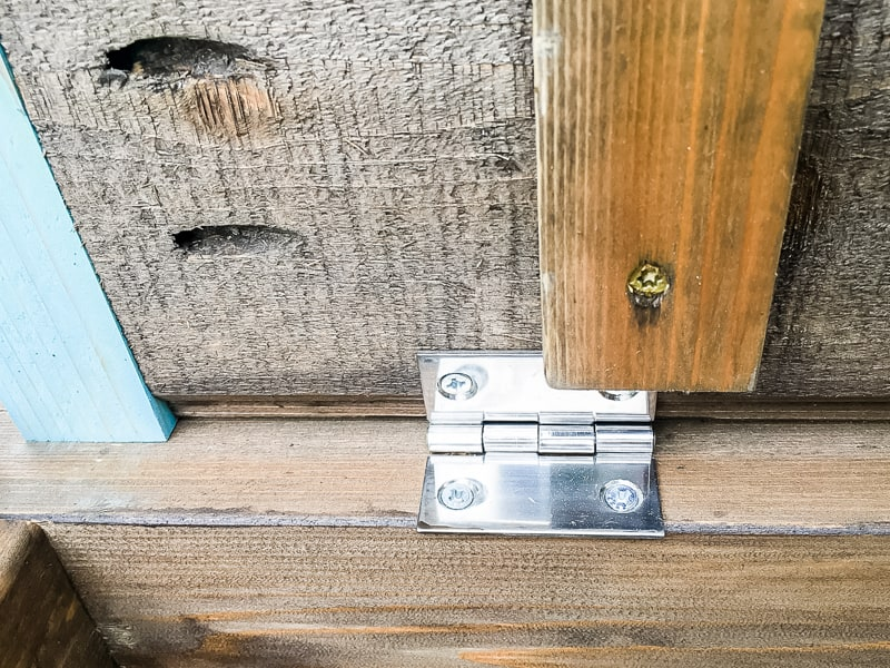hinges on inside of outdoor storage bench lid