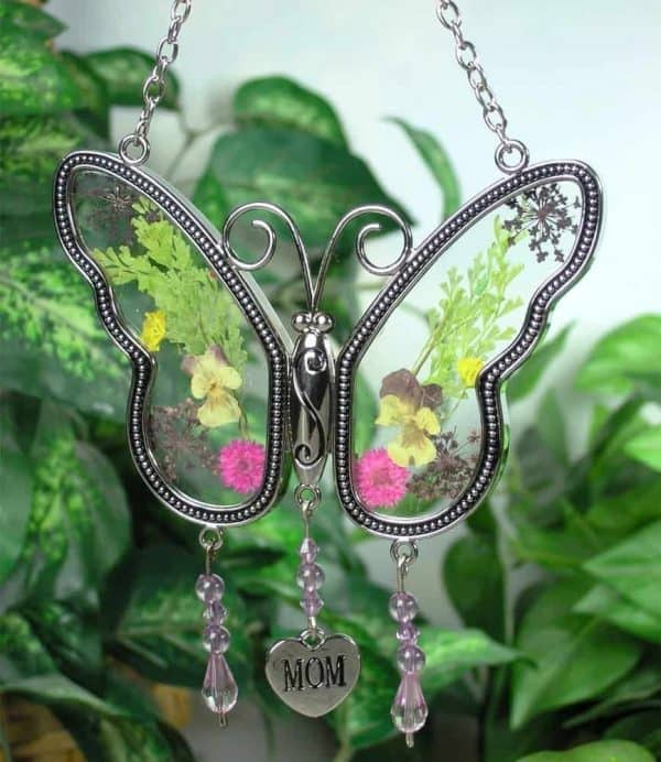 Bring the outdoors in with this butterfly suncatcher with pressed flower wings! Makes the perfect last minute Mother's Day gift!
