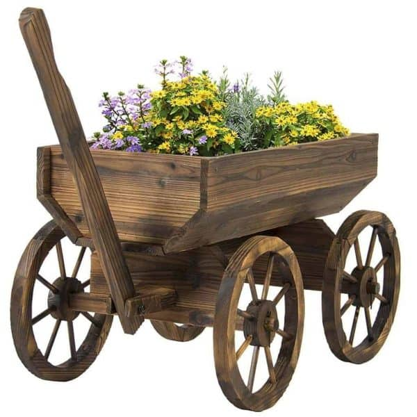How adorable is this wooden wagon planter? It would make a great Mother's Day gift!