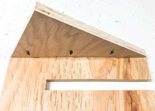 Attach the supports to the face of the circular saw storage rack