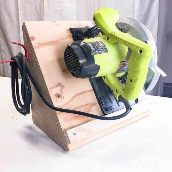 You can build this circular saw storage rack in less than half an hour! Keeps the blade vertical and the cord neatly stored.