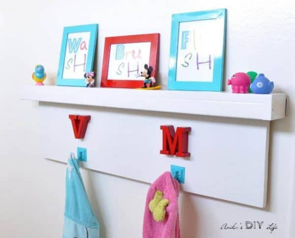 Renting? Cover up that ugly towel rack with this cute version from Anika's DIY Life!