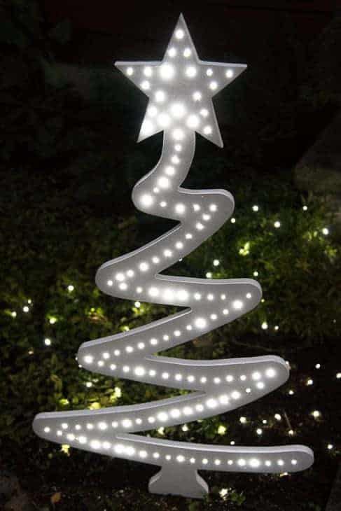 At night, this DIY Christmas tree yard decoration lights up!