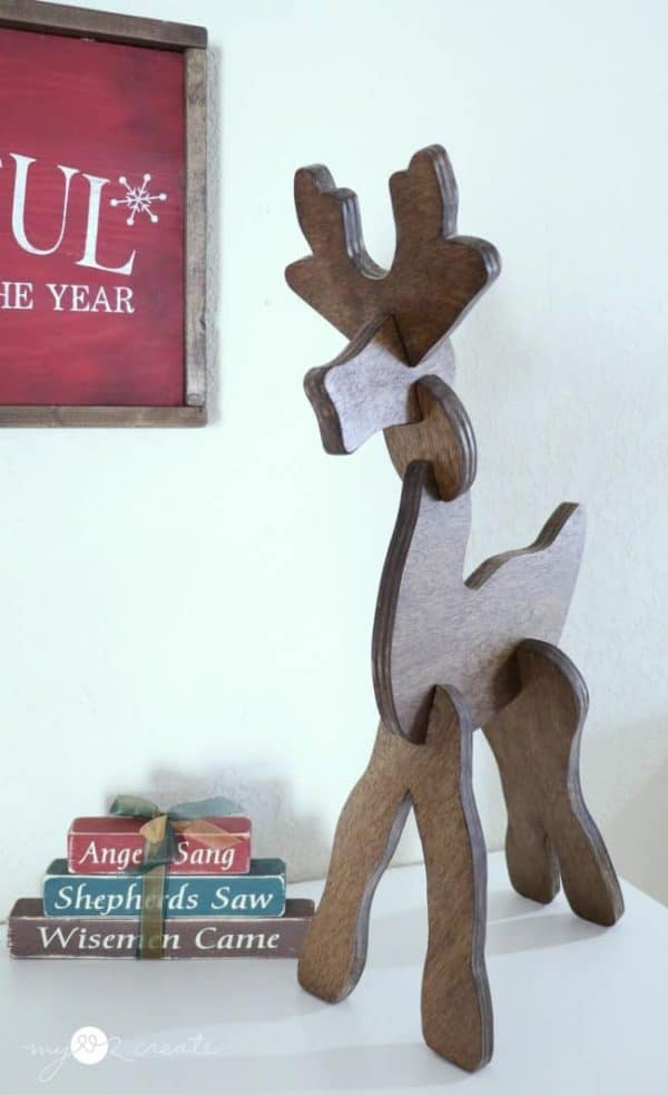 This reindeer puzzle doubles as beautiful Christmas home decor! Get the tutorial at My Love 2 Create!