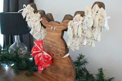 Isn't this rustic moose advent calendar adorable? The Painted Key shows you how to make your own!