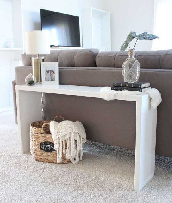 This console table from Saffron Avenue is super simple to make!