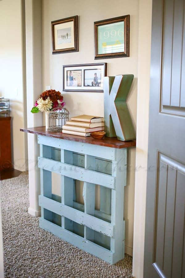 Turn that pallet into something fabulous with this console table idea from Kleinworth & Co!