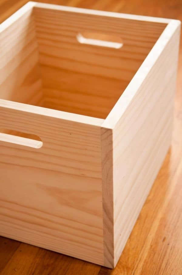 20 diy wooden boxes and bins to get your home organized the handyman 39 s daughter. Black Bedroom Furniture Sets. Home Design Ideas