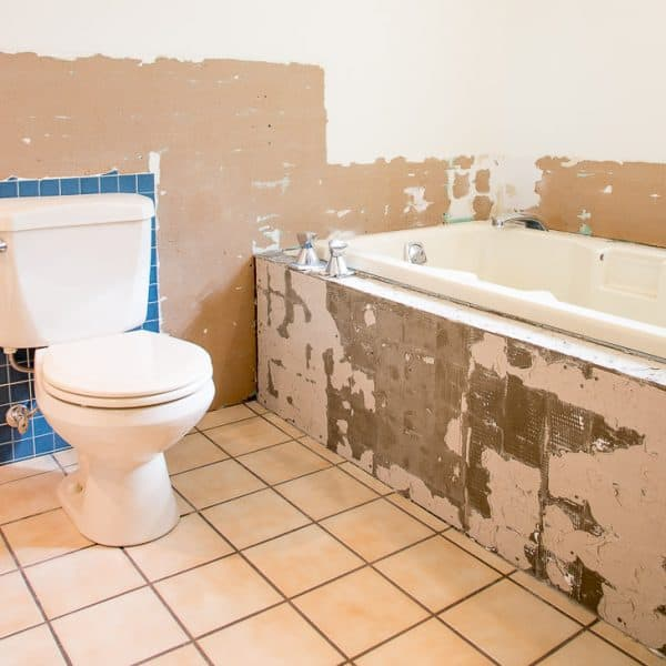 Delicieux Bathroom With Tile Removed From Tub And Walls