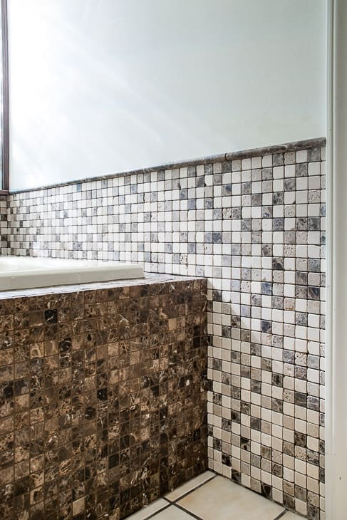 tiled bathtub surround