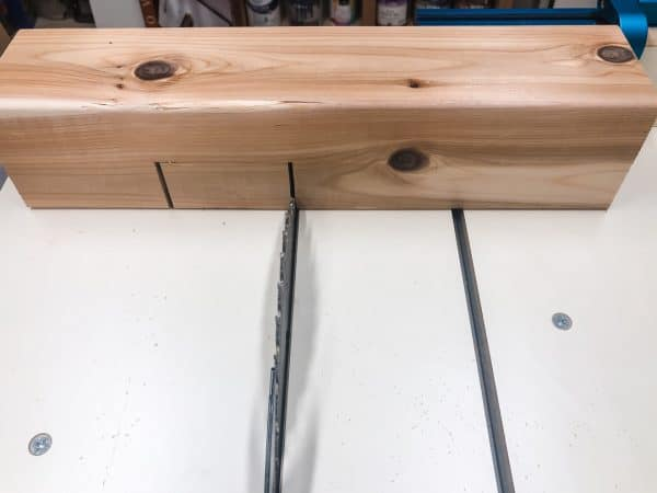 cutting edge of half lap joint on the table saw