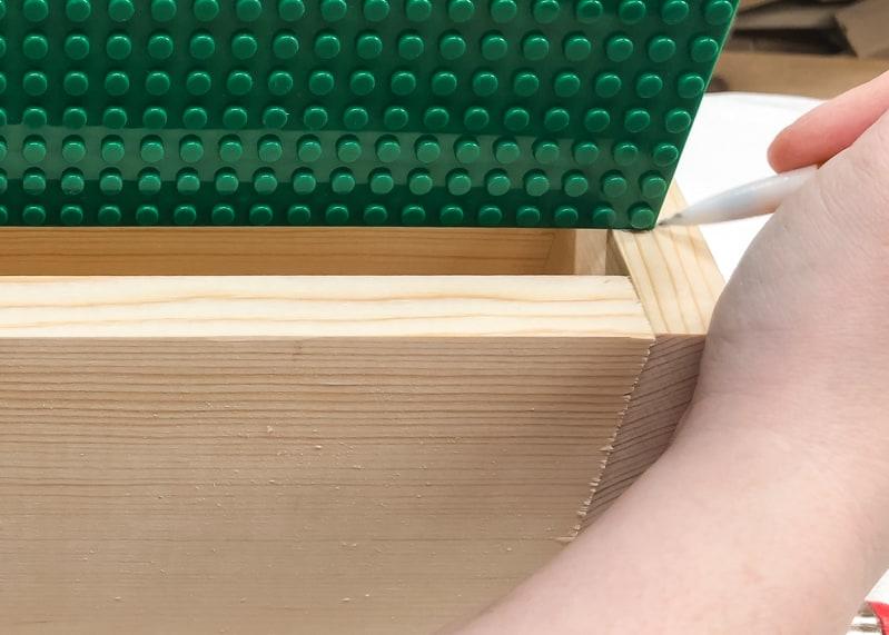 marking position of lego baseplate slots on lego bin