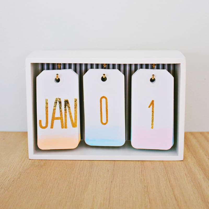 DIY desk decor - ombre desk calendar