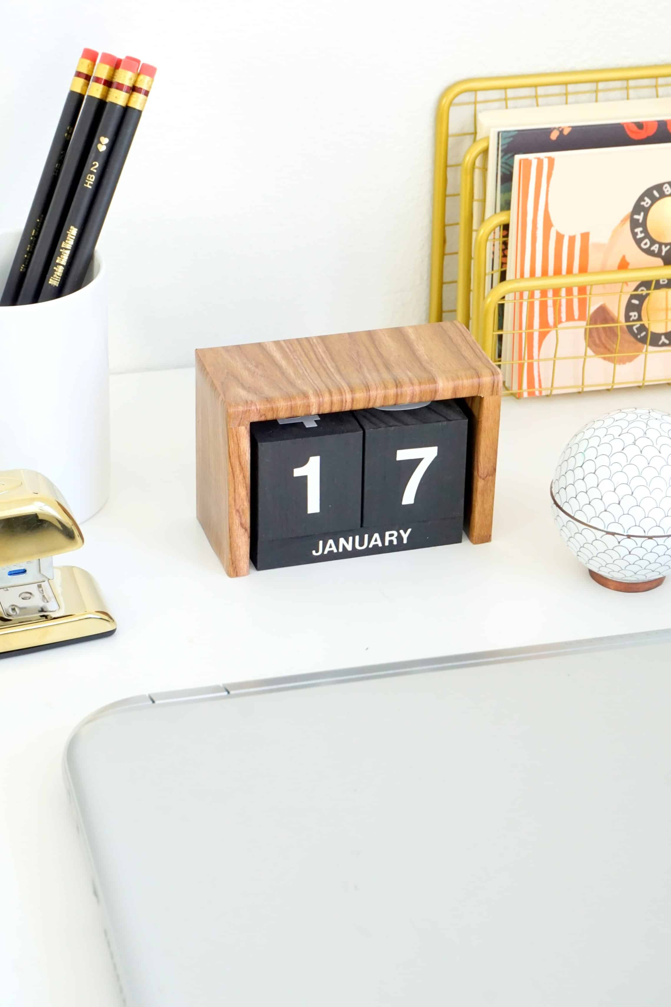 DIY desk decor - flip block calendar