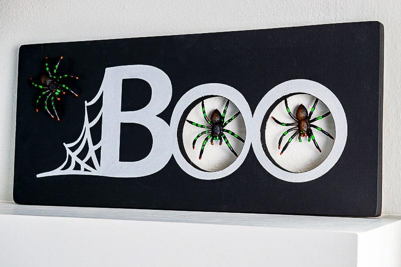 DIY Halloween spider decoration sign