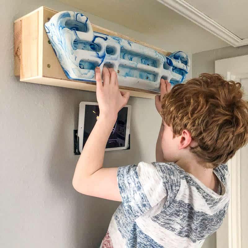 hangboard mount box on wall