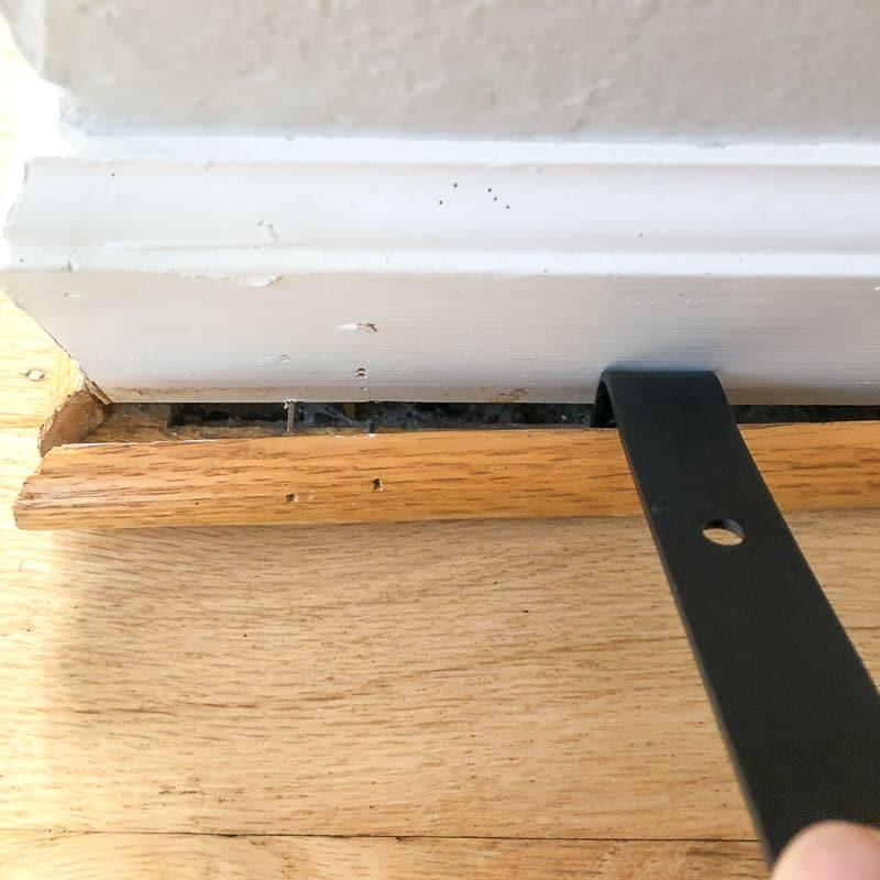 removing outside corner of quarter round trim