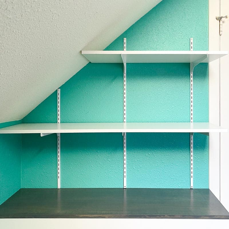 adjustable wall mounted shelving over built in cabinet
