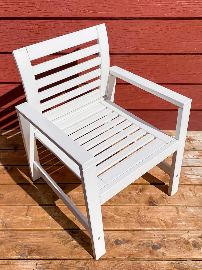 white outdoor chair after cleaning