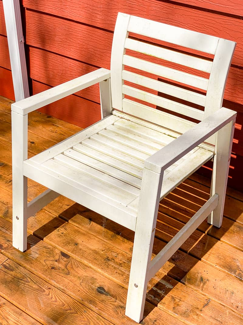 dirty white outdoor chair