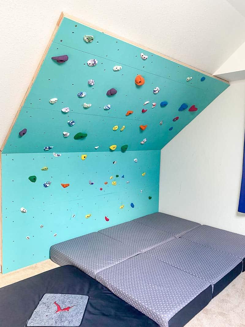 home climbing gym with folding foam mattress crash pads