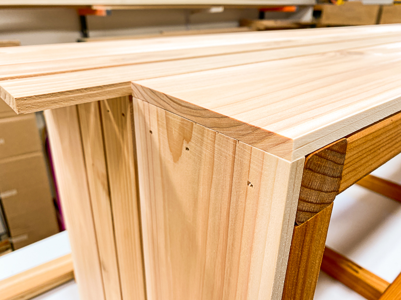 front slat lined up to cover side pieces