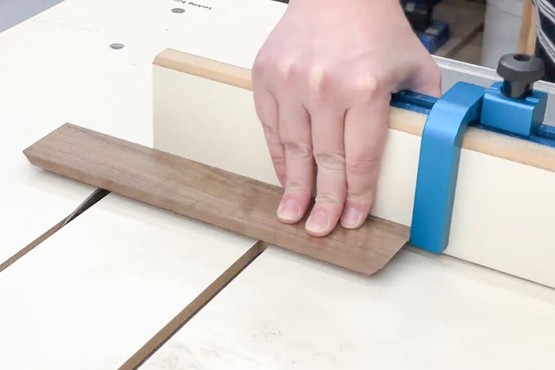 cutting groove for the divider in the dice tray with a crosscut sled at the table saw