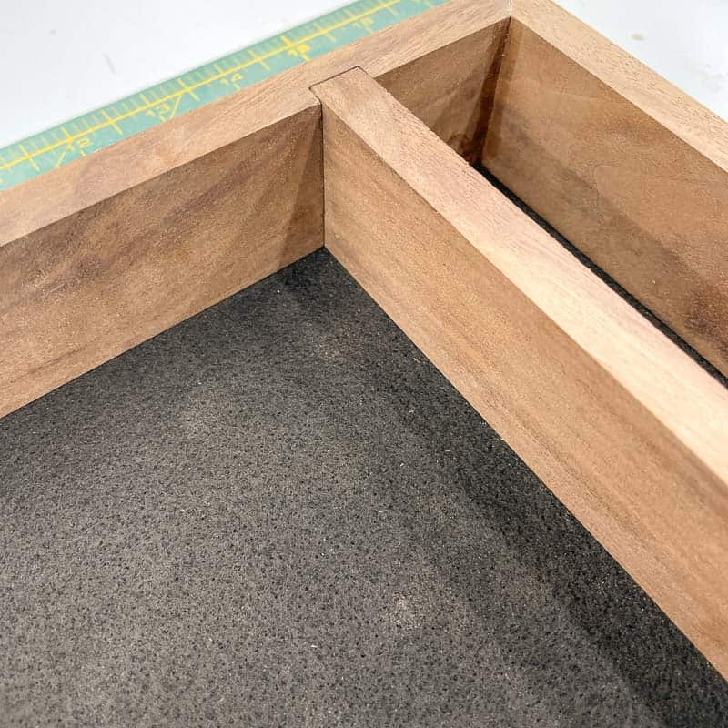 dice tray divider between the rolling area and dice storage area