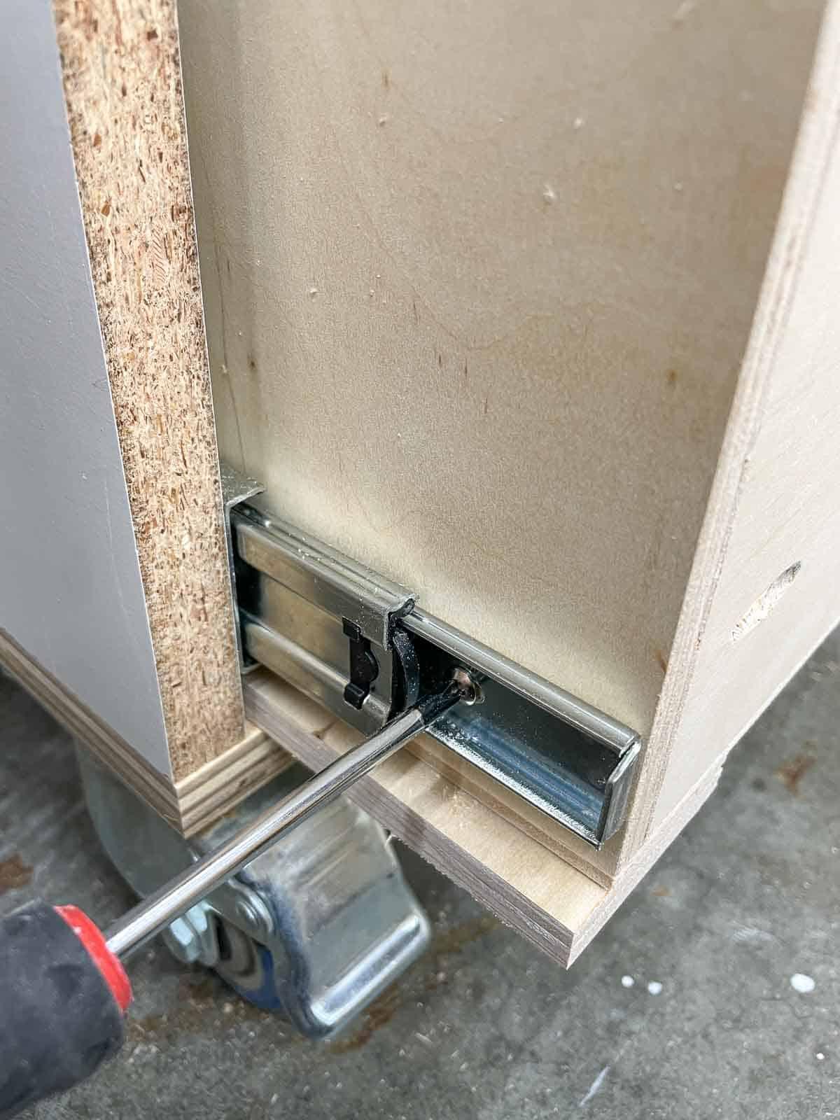 attaching drawer slide to drawer box