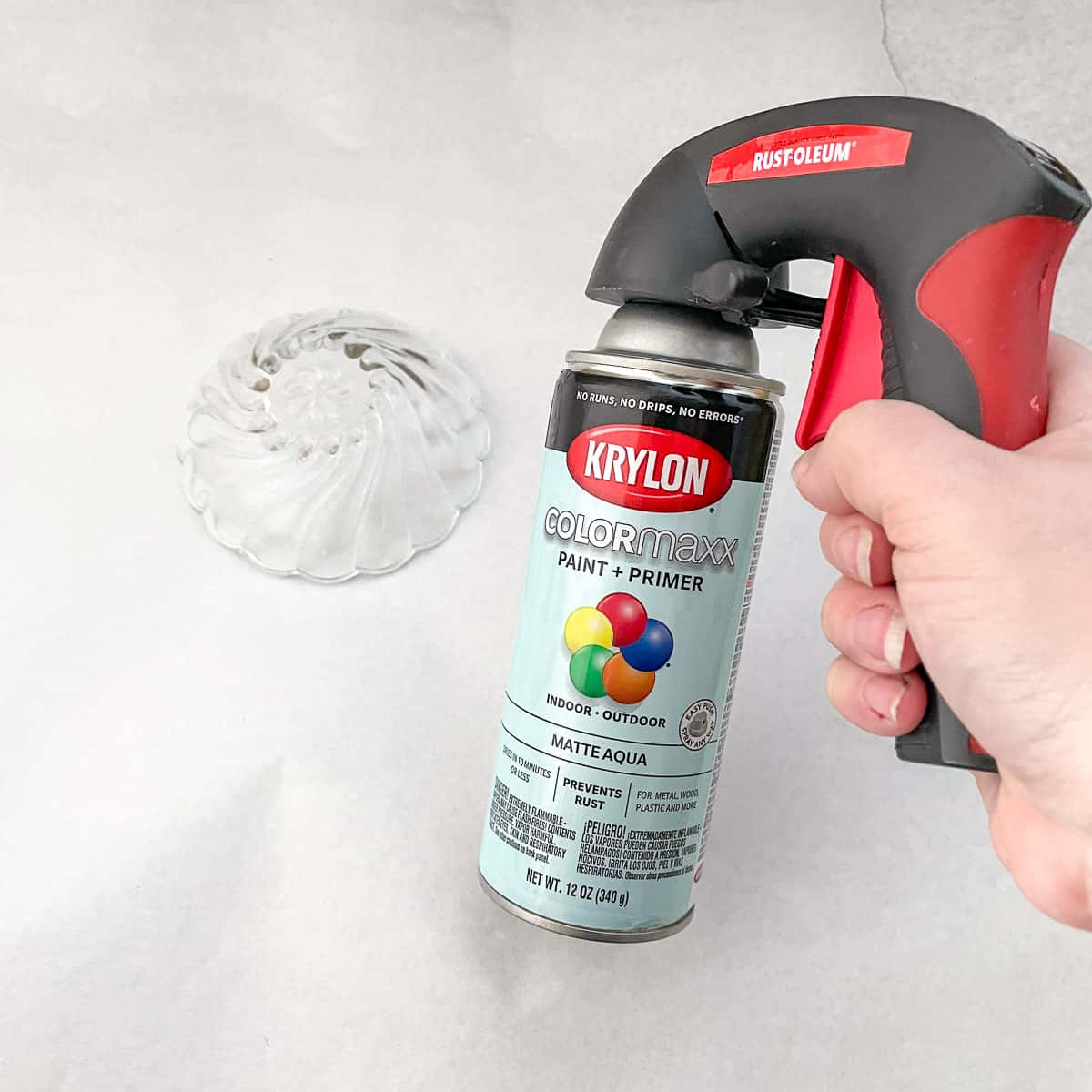 spray paint can handle for better control when painting glass