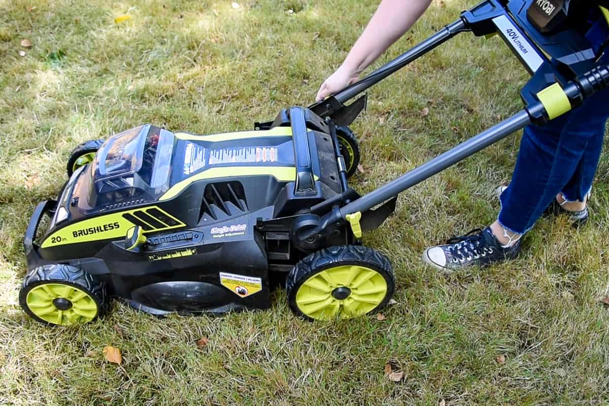 unlocking and extending the Ryobi electric lawn mower handle
