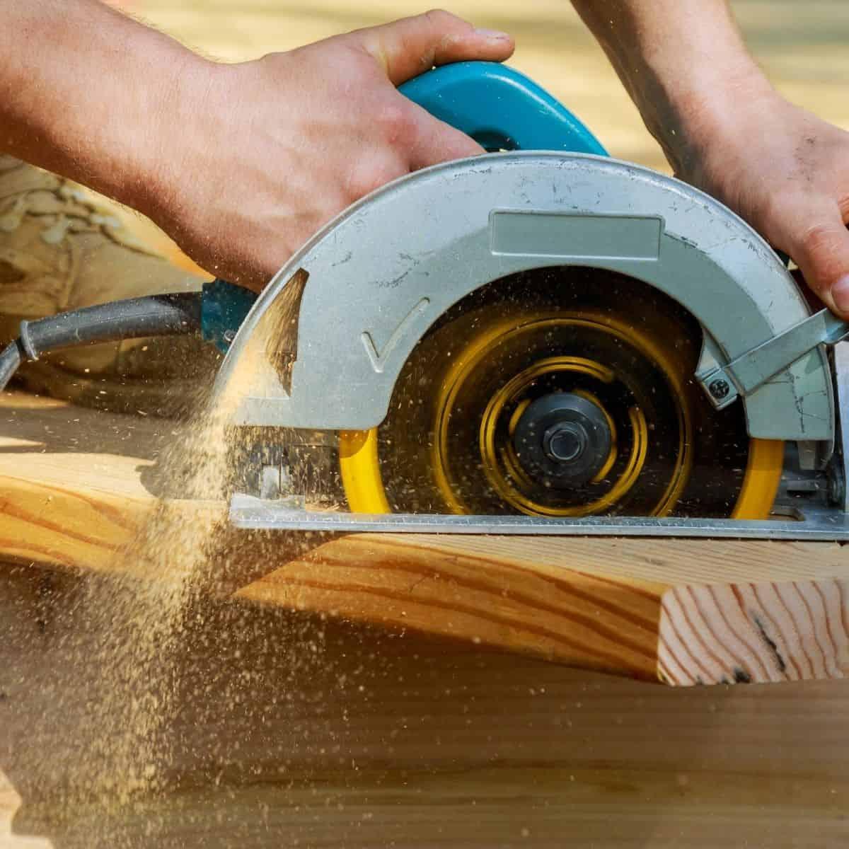 circular saw cutting lumber quickly