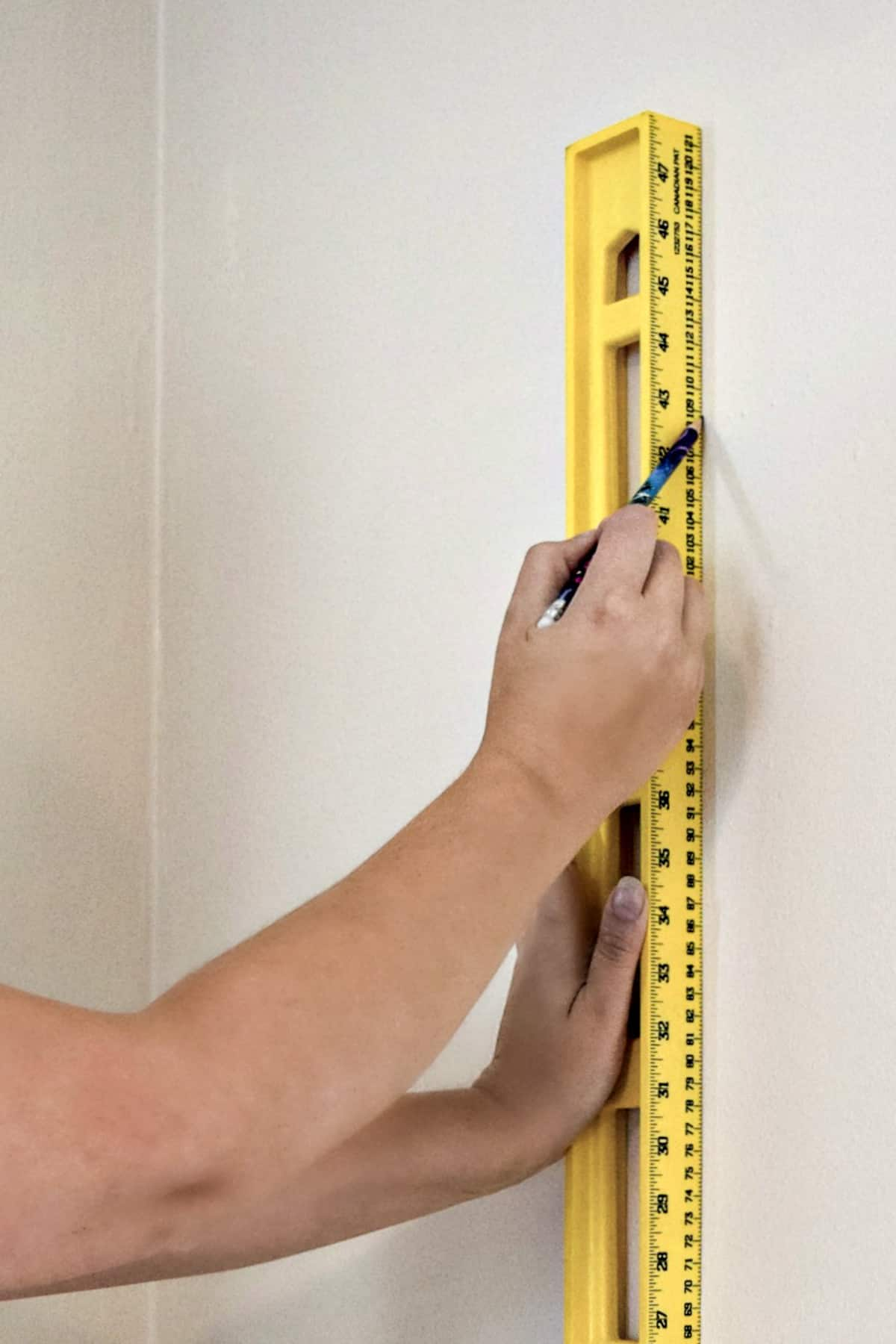 marking a reference line for wallpaper with a level